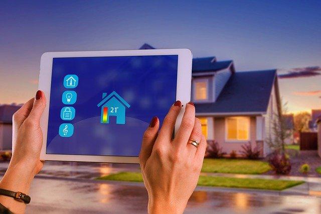 מערכות בית חכם: מה משתלם יותר ואילו מערכות יחסכו לכם בחשמל?